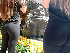 Ass Gripping Leggings (Visible Thong)