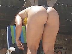 Candid perfect big butt brunette MILF in tiny bikini